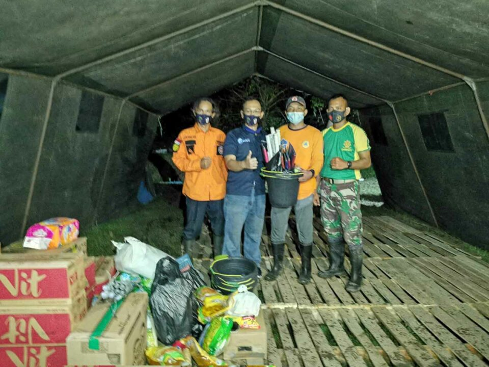 PT Wahana Internet Nusantara (BNET) melakukan pemberian donasi kepada warga yang terdampak banjir di Desa Karangligar. BNET sebagai salah satu internet provider Karawang